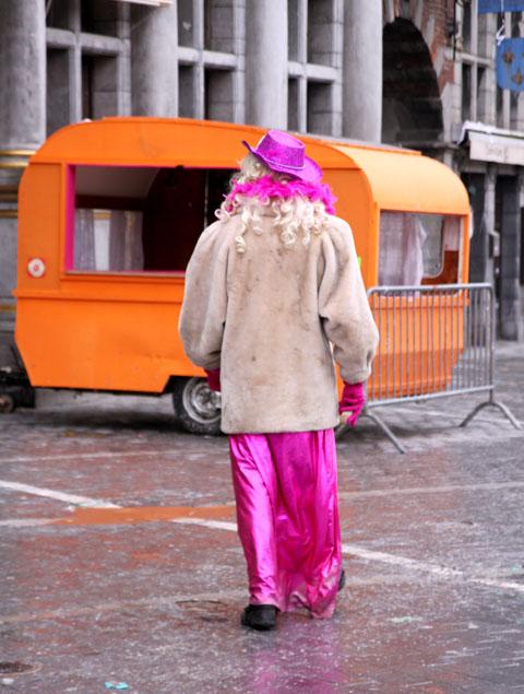 la dame rose au carnaval