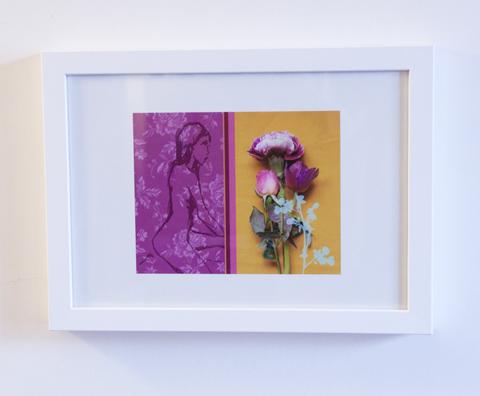 nu assis tapisserie et fleurs - copie