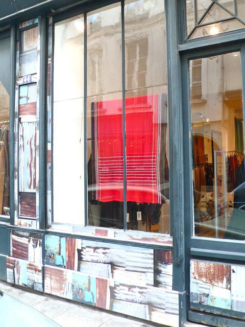vitrine de l'Habilleur par Deborah Bowness