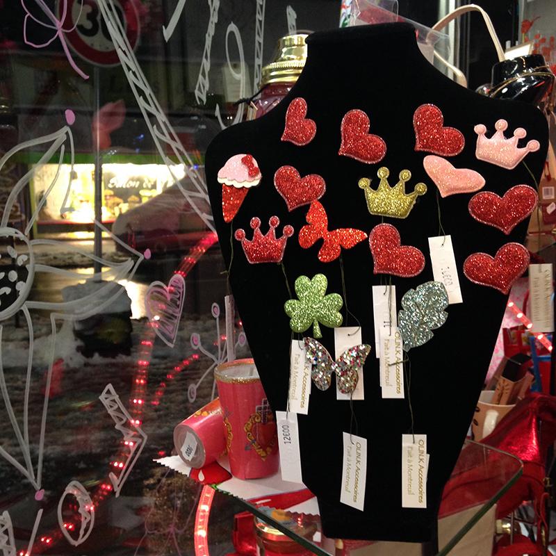 Vitrine Saint Valentin pour les tatas flingueuses by Sophie Plouvier