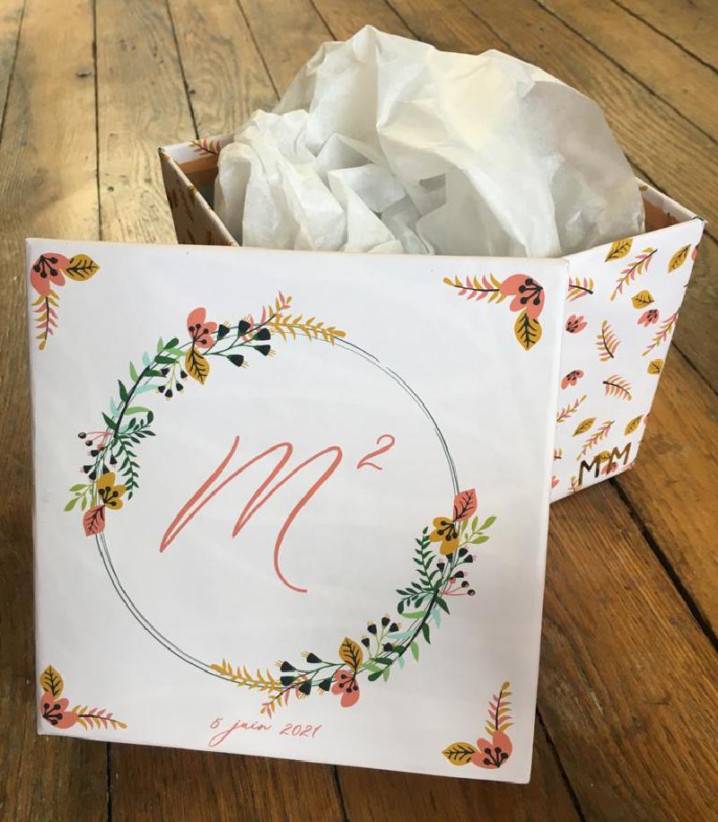 la boite à cadeaux réalisée par Sophie Plouvier - illustration Angèle Bève